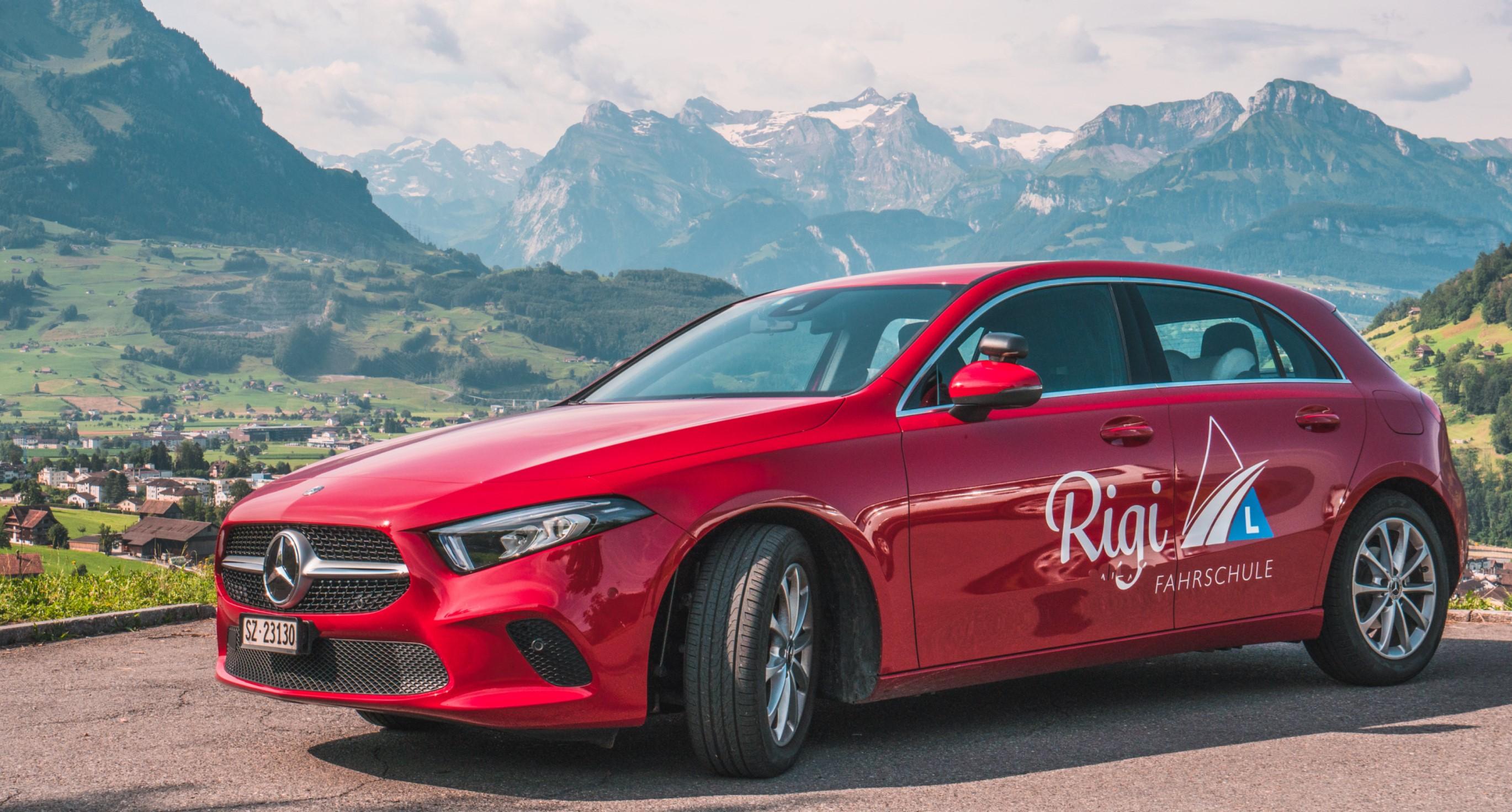 Fahrschul-Auto-Mercedes A Klasse Parkiert Schwyz
